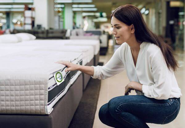 Buying Mattress Online vs In-store